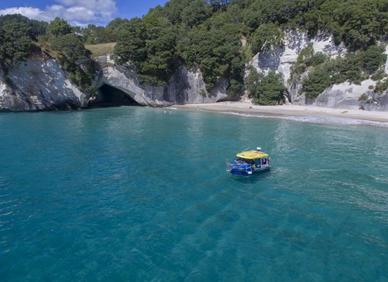 cathedral cove_boat.jpg